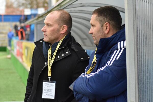 Trénerská dvojica MFK Zemplín – Anton Šoltis (vľavo) ajeho asistent Jozef Mojoroš.