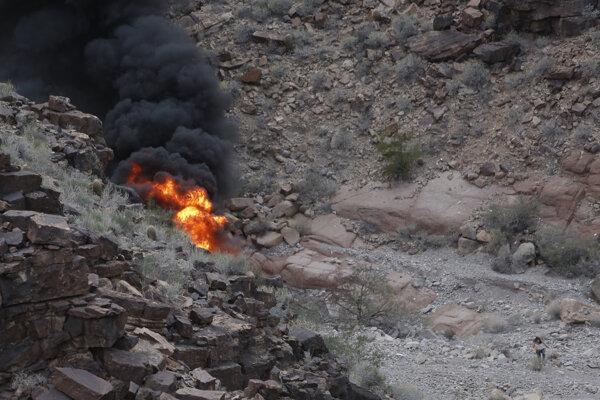 Miesto pádu vrtuľníka, ktorý havaroval v Grand Canyone.