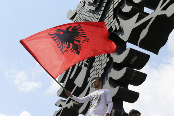 Albánska vlajka. Ilustračné foto