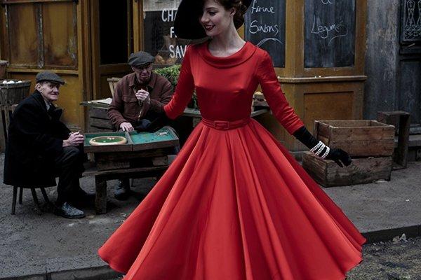 Francúzka Jenna Thiam ako modelka v seriáli Kolekcia.