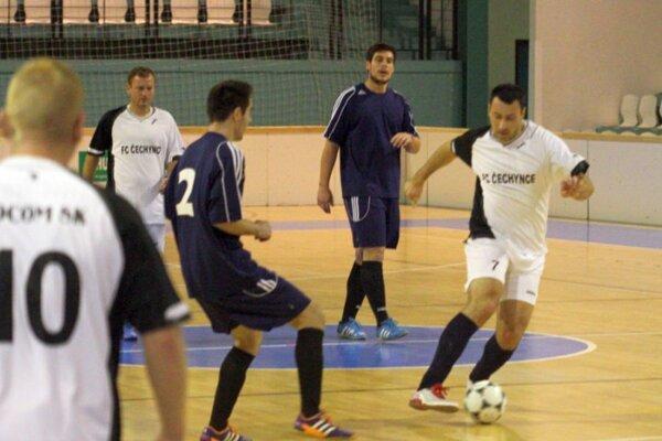 Víťazný gól prvého zápasu Čechynce - Selice (3:2) strelil pár sekúnd pred koncom Peter Greguš.