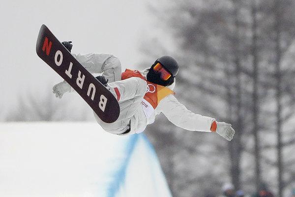 Američan Shaun White získal už svoje tretie olympijské zlato na U-rampe.