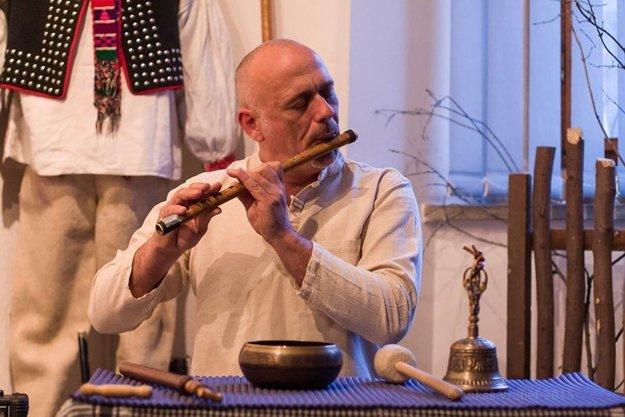 Michal vie hrať na všetky svoje nástroje.