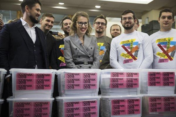 Sobčaková a jej tím s podpismi potrebnými na kandidatúru.