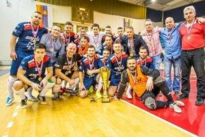 """Humenskí """"anjeli"""" vyhrali druhú futsalovú ligu Východ azískali miestenku vbaráži onajvyššiu súťaž."""