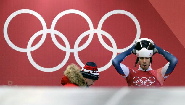 Americký bronzový medailista v skeletone spred štyroch rokov Matt Antoine nekomunikuje s Rusmi. Neverí im.