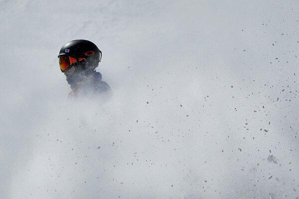 Momentka lyžiarky v cieli slopestylu na ZOH v Pjongčangu.