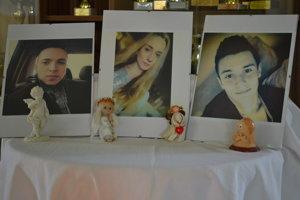 Trojica mladých, ktorá zomrela pri havárii.
