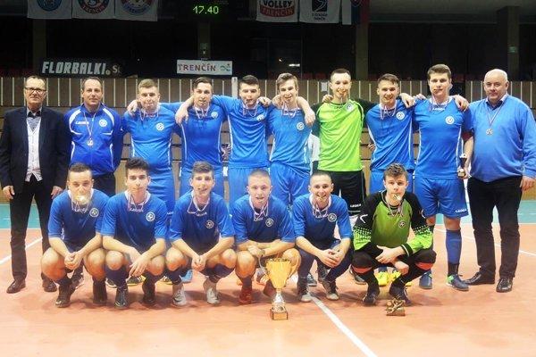 Výber dorastencov ObFZ Nitra triumfoval na turnaji v Trenčíne.