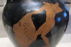 Antická váza vyobrazuje ženu, ktorá nesie v koši falické predmety a jeden drží v ruke.