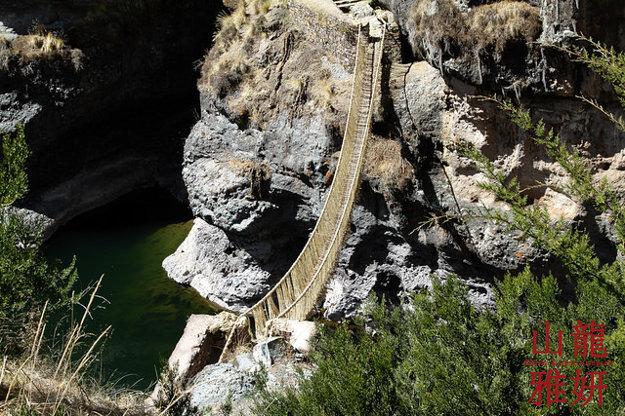 Peru. Most z trávy. Q'eswachaka