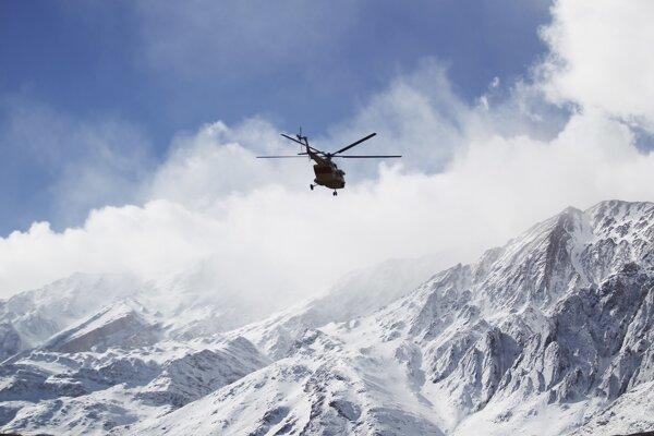 Vrtuľník pátra po stratenom vrtuľníku.