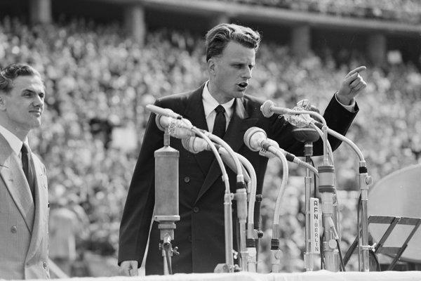 Billy Graham na snímke z roku 1954.