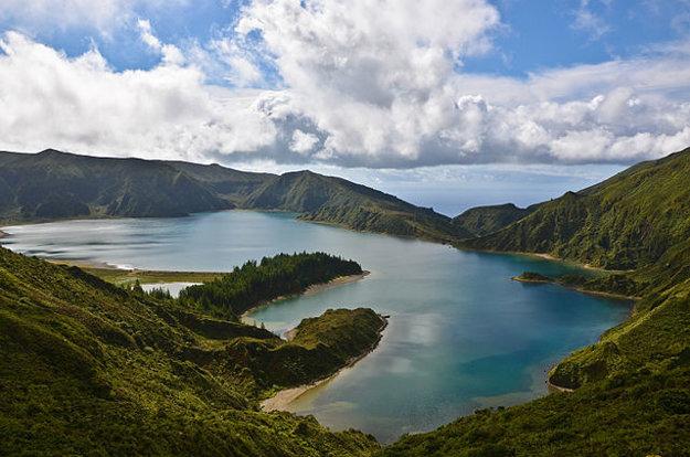 Atrakcie na Azoroch: Lagoa do Fogo, ohnivé jazero.