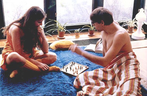 Hra o jablko, to je neustály rozpor medzi mužom a ženou na spôsob Věry Chytilovej. V hlavnej úlohe Jiří Menzel a Dáša Bláhová (1976).
