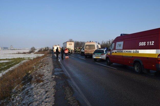 Pre nehodu bola cesta istý čas neprejazdná.