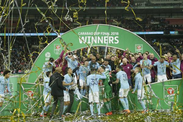 Hráči Manchestru City sa radujú zo zisku Ligového pohára.