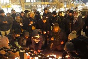 Sviečky pre Jána Kuciaka a Martinu Kušnírovú horeli aj na pražskom Václavskom námestí.
