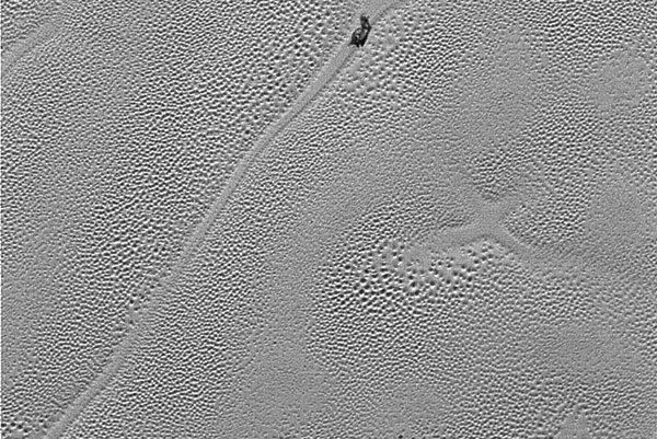 Snímku povrchu Pluta s X vytvorilo zariadenie LORRI.
