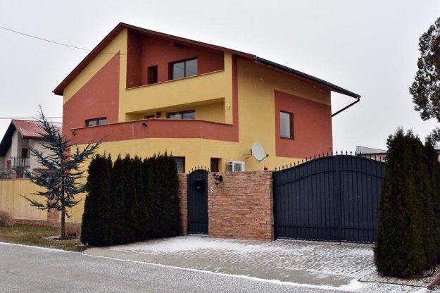 Polícia vykonala vo štvrtok raziu v dome talianskeho podnikateľa Antonina Vadalu v Trebišove.