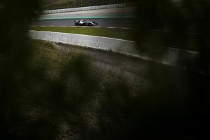 Lewis Hamilton bol najrýchlejší počas štvrtého dňa testov.