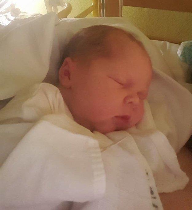 Čerstvo narodený synček.