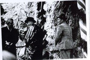 Prezident E. Beneš pri portáli tunela.