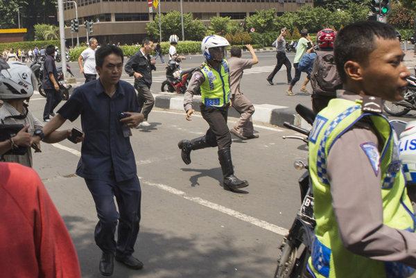 Po výbuchoch bol v uliciach Jakarty chaos.