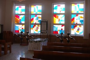 Dom smútku v Medzilaborciach. Nové okná prepúšťajú viac denného svetla a sú estetické.