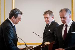 Prezident SR Andrej Kiska, predseda vlády SR Robert Fico a predseda NR SR Andrej Danko na stretnutí troch najvyšších činiteľov.