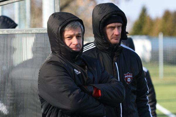 Trénerská dvojica Ivan Hucko aMiroslav Karhan vsobotu zažila premiéru pri spoločnej práci vzápase.