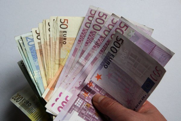 Dlh na dieťa sa vyšplhal takmer na 6 tisíc eur.