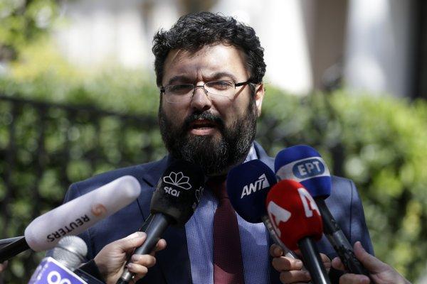 Grécky minister športu Giorgos Vasileiadis oznámil pozastavenie gréckej ligy.