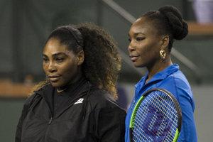 Venus (vpravo) a Serena Williamsové.
