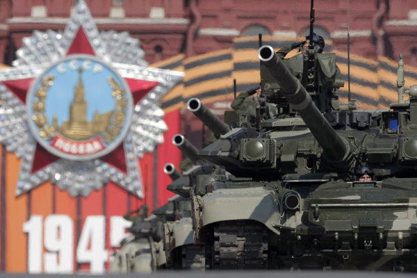 Riaditeľ poľského Inštitútu Kamiňski informoval, že pamätníky boli vo veľkej miere postavené Červenou armádou či komunistickou diktatúrou a neboli výsledkom spontánnych aktivít Poliakov.