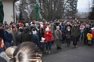 Na pietnu spomienku za Jána Kuciaka a Martinu Kušnírovú prišli asi dve stovky ľudí.