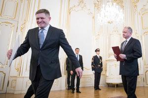 Robert Fico odovzdal prezidentovi Andrejovi Kiskovi svoju demisiu.