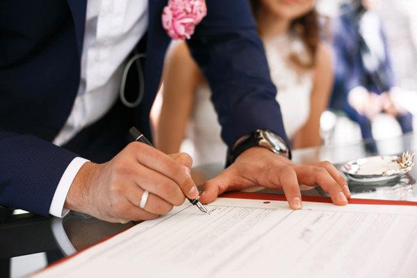 Po novom má byť možné manželstvo alternovať oficiálnym partnerským spolužitím.