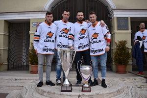 Spišiaci vmichalovskom drese astrofejami – zľava Branislav Cvengroš, Daniel Hančák, Tomáš Valečko aLukáš Hamráček.