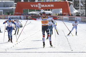 Nór Johannes Hösflot Klaebo triumfoval v piatkovom šprinte voľnou technikou vo Falune.