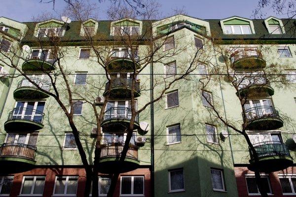 V tejto nehnuteľnosti na Vazovovej ulici v Bratislave je byt podnikateľa a bývalého policajta Zoltána Vargu, ktorý v rokoch 2005 a 2006 odpočúvala Slovenská informačná služba.