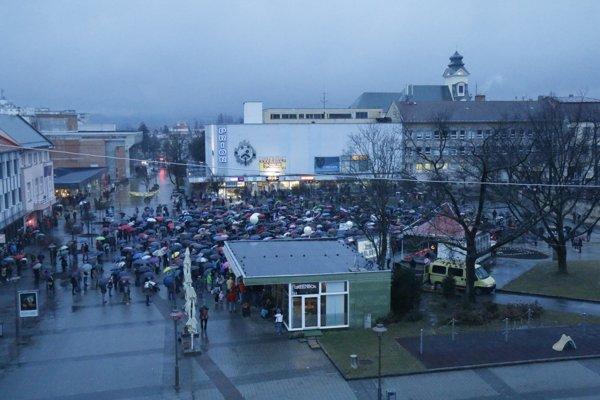 Pohľad z výšky na námestie Slobody v Prievidzi.
