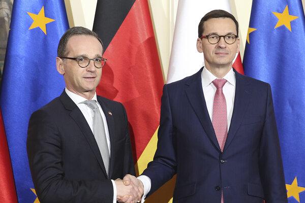 Poľský premiér Mateusz Morawiecki (vpravo) a nemecký minister zahraničných vecí Heiko Maas.