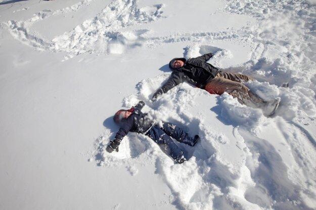 Zo snehovej nádielky majú najväčšiu radosť deti.