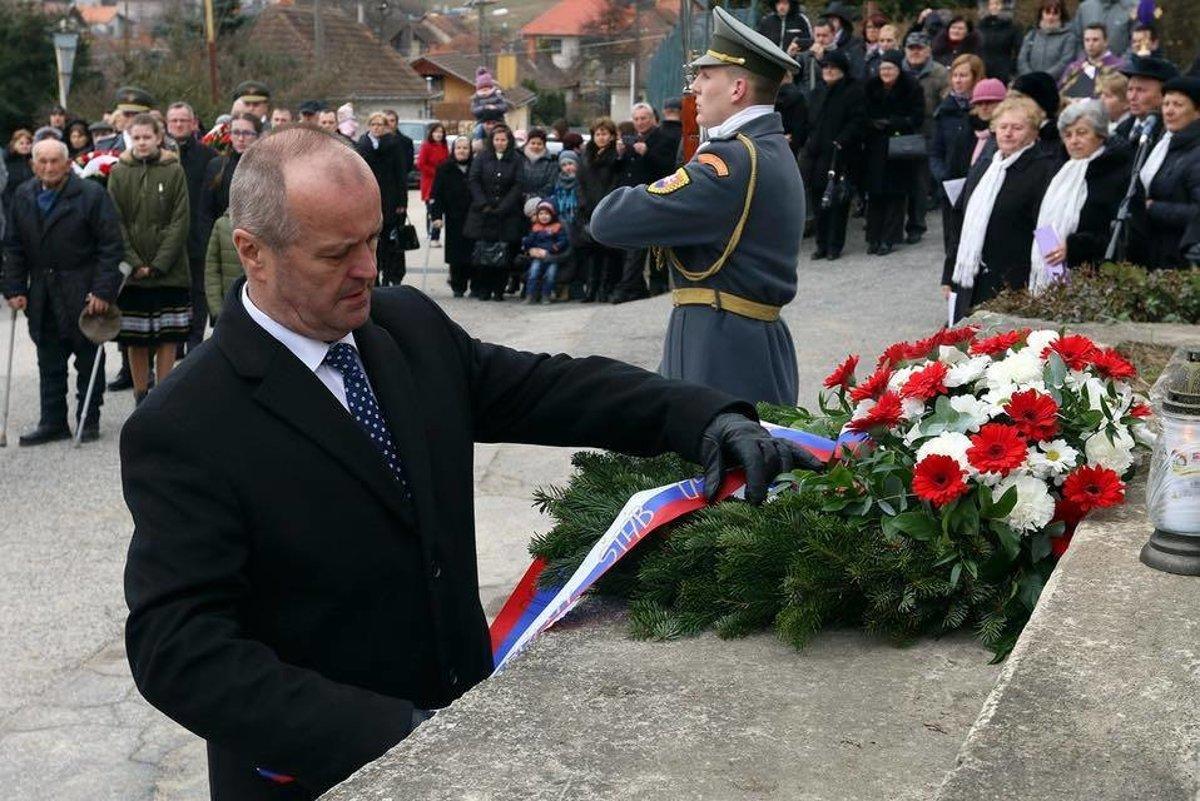 ccef16eb1 Minister obrany P. Gajdoš si pripomenul 73. výročie vypálenia obce ...