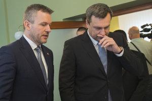 Dezignovaný premiér SR Peter Pellegrini (vľavo) a predseda SNS Andrej Danko.