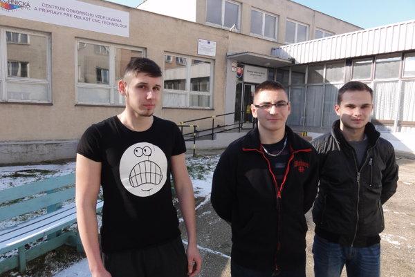 Študenti Tomáš Varga, Viktor Kubala a Štefan Čampai sa stretli so zástupcami Jaguaru.