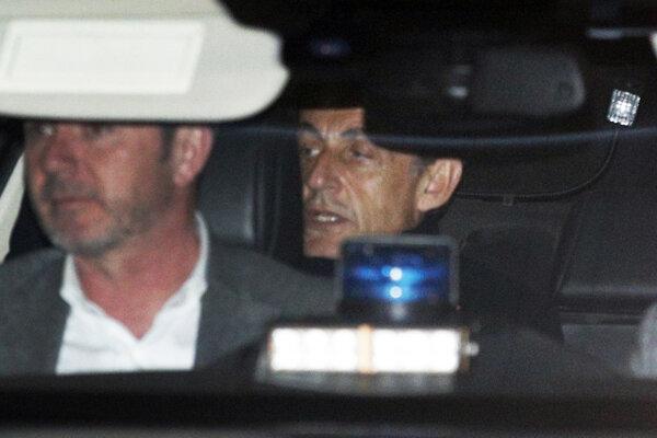 Polícia Sarkozyho zadržala v utorok.
