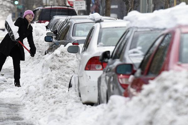 Niektoré časti východného pobrežia USA sú stále pod snehom.