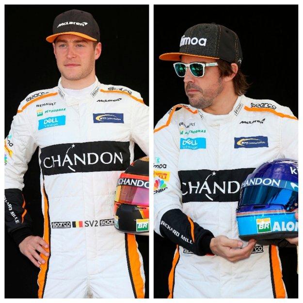Belgičan Stoffel Vandoorne (vľavo) a Španiel Fernando Alonso.